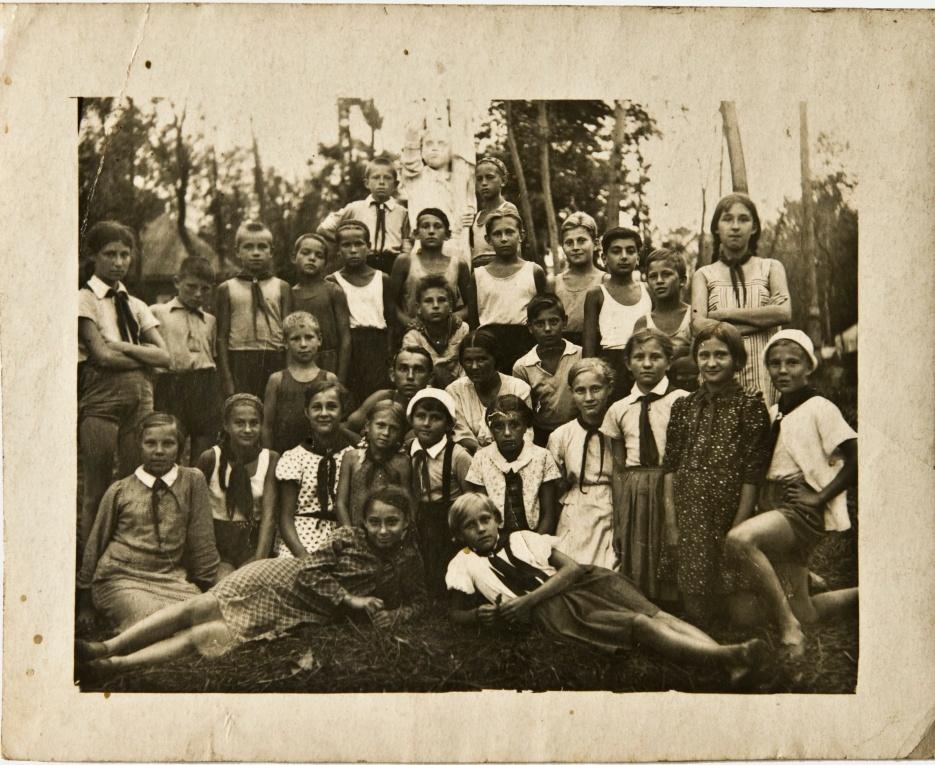 Детский пионерский лагерь НКВД на Икше. 1930-е годы.