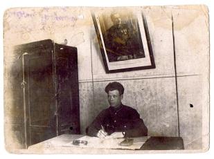 В кабинете. 1930-е годы.