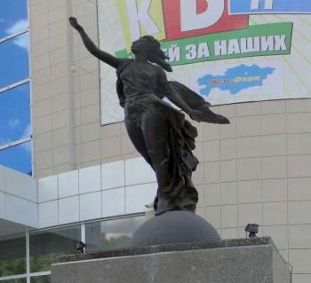 "Скульптура ""К звездам"" Е. Вучетича"