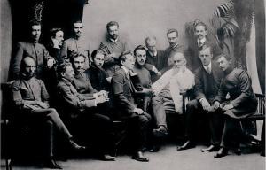 Преподаватель Н.Е. Жуковский в окружении студентов ИМТУ