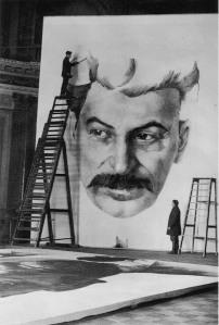 """""""Студенты Академии художеств работают над портретом Сталина для украшения города к 1 мая 1934 года"""". Фото М.Мицкевич"""
