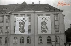 Два олимпийский талисмана на улицах Таллина