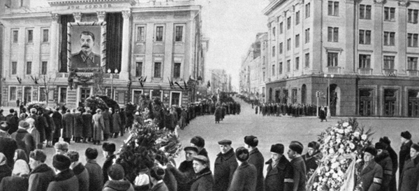 Очередь в Колонный зал Дома Союзов. 6 марта 1953 года