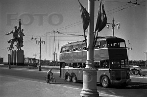 Двухэтажный троллейбус у Главного входа ВСХВ