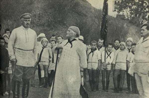 Клара Цеткин выступает перед артековцами. 1925 год