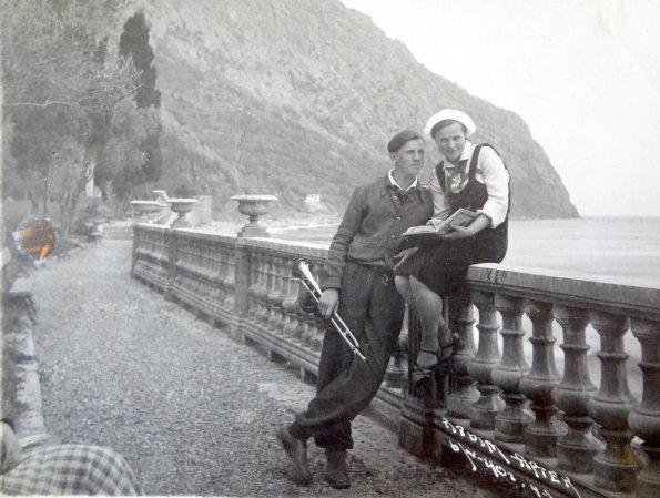 Николай Кулаков с коллегой - вожатой. 1940 г.Фото из семейного архива
