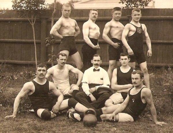 Владимир Войеков среди тяжелоатлетов. 1913 год