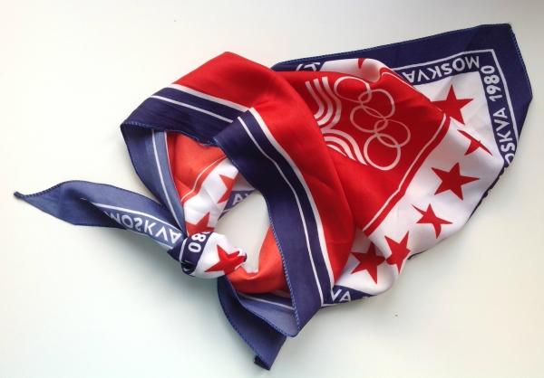 Сувенирная косынка с символикой летних XXII Олимпийских игр производства фабрики