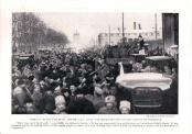 Петроград. Революция февраля 1917 года. Фото из английской газеты.