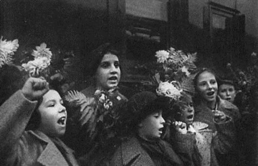 Испанских детей встречают в СССР