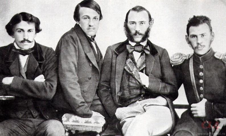 Лев Толстой (крайний справа) с братьями