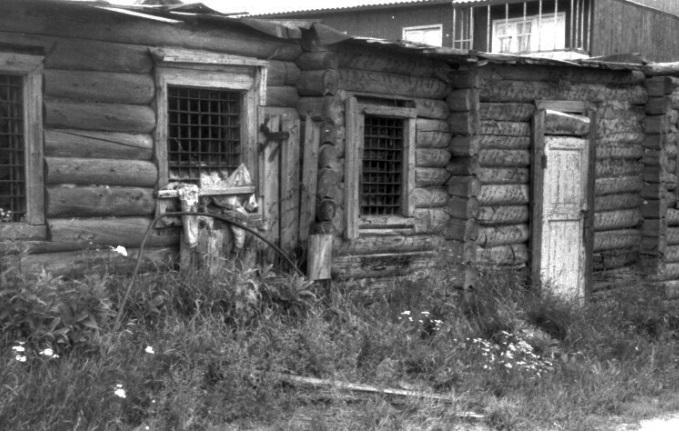 Уклонявшихся от работы отправляли в карцер или следственный изолятор поселка Вожаель. Фото начала 2000-х годов