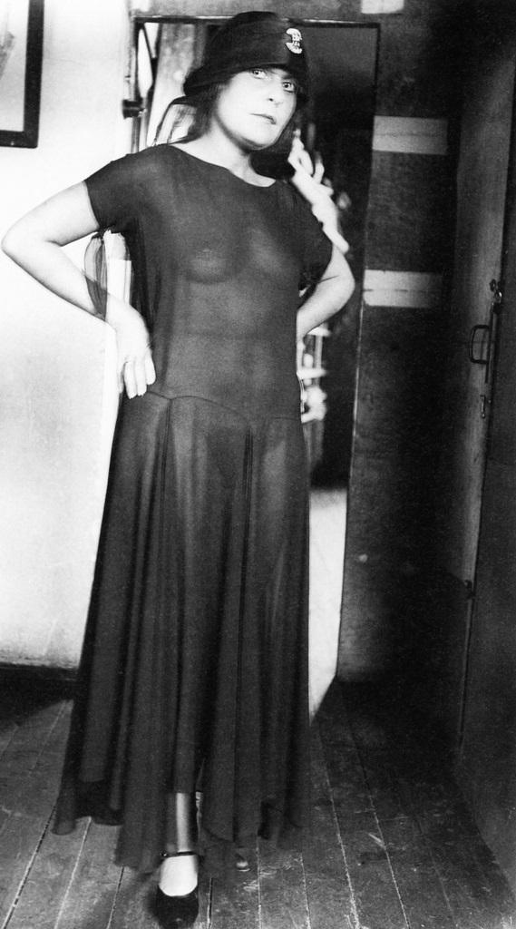 Снимки Лили Брик в стиле ню многим и спустя 90 лет кажутся слишком откровенными