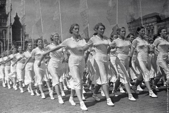 Многие считают, что в парадах физкультурников 20-30-годов отчетливо проявляются признаки эротизма, коим было пропитано советское общество