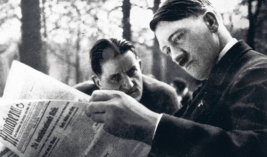 """А.Гитлер и Э.Ханфштенгль в мюнхенском кафе """"Хек"""", 1930 год."""