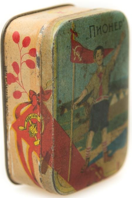 "Коробочка ""Пионер"" фабр. высш. парф. ТЭЖЭ,Одесса,1920"