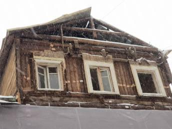 Дом открыт всем ветрам и снегу
