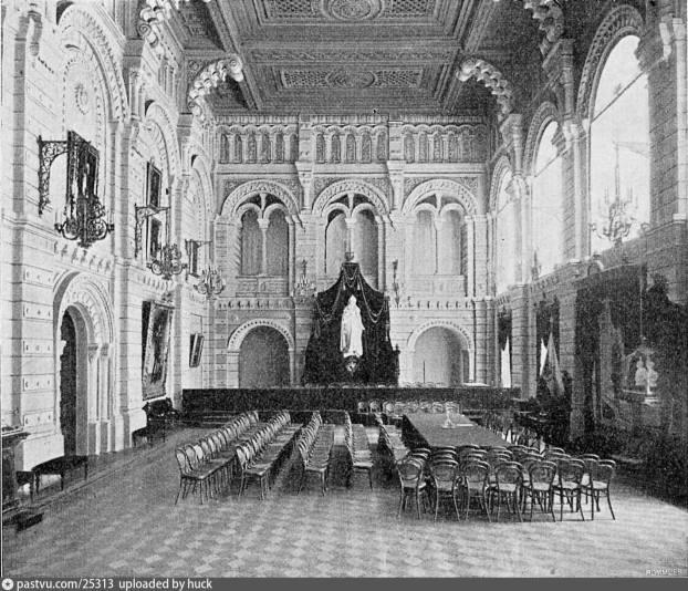 Зал заседаний Московской городской думы со статуей императрицы. 1909 год.
