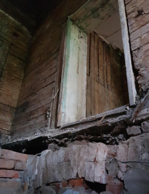 Внутри дома можно увидеть многочисленные следы не менее многочисленных перепланировок разных лет и даже веков.