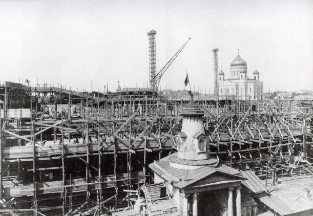 Снос Соляного двора и строительство Дома правительства - вид со Всехсвятской улицы.