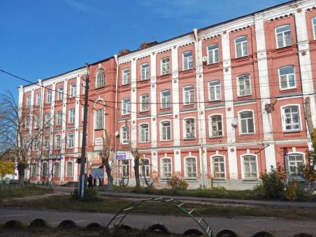Старинные казармы до сих пор используются как жильё