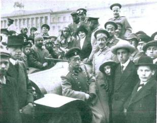 Автомобилисты - члены Императорского автомобильного клуба в Санкт-Петербурге.