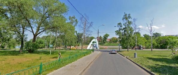 Второе холерное кладбище было разбито на месте этого зеленого сквера слева, напротив моста на наб.Шитова