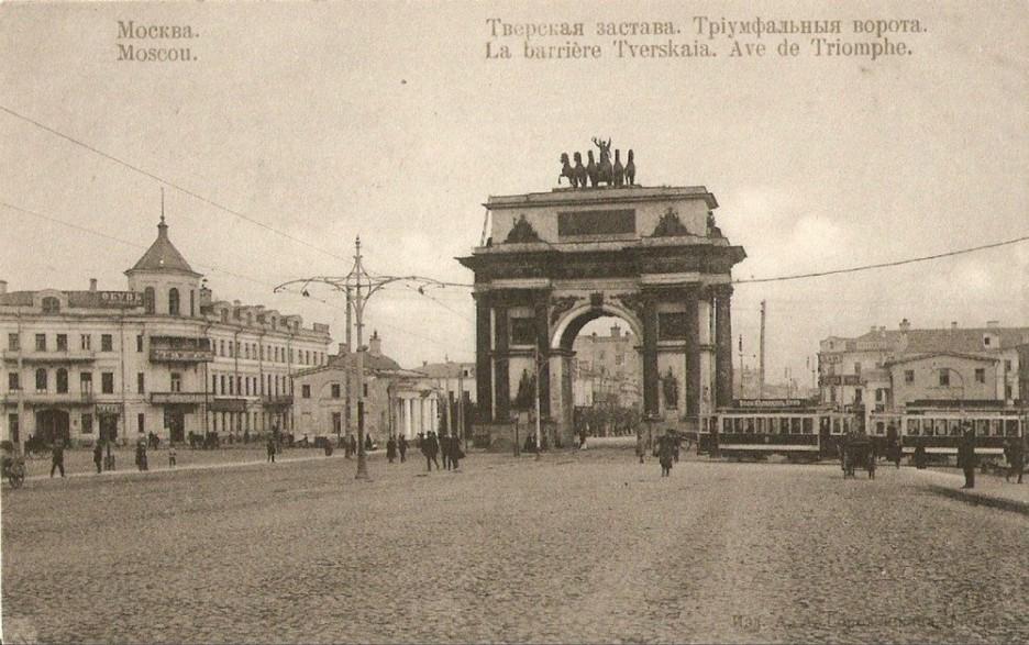 Открытка начала XX века. Слева, с башенкой над входом, дом Шерупенкова.