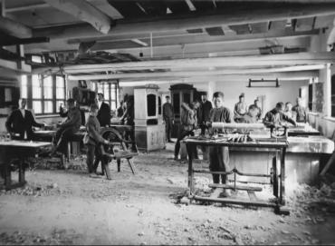 Перевоспитание подростков в мастерских Рукавишникова