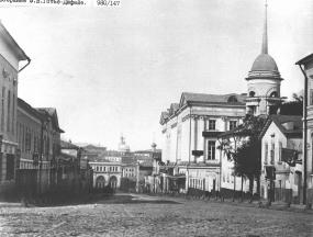 ул.Софийка, XIX век. Справа, за церковью Софии виднеется украшенное колоннами здание Немецкого клуба.