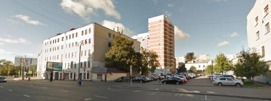 На месте этой автостоянки, расположенной напротив дома № 46, располагался Беклемишевский приют, построенный на участке помещицы Дарьи Беклемишевой.